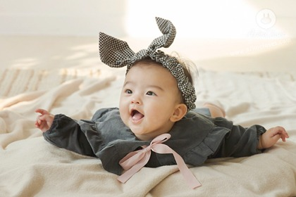 [2차제작] 아가를 보고 반하기까지, 1초 - gray lovely ribbon collar baby cotton bodysuit
